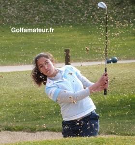 Elise Genoux a parfaitement géré son premier tour et a été la seule du champ à scorer sous le par dans des conditions difficiles.
