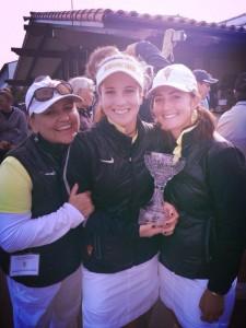 Missy Farr-Kaye et Emilie Alonso félicitent Noemi Jimenez, auteur du meilleur score (66) du dernier tour.