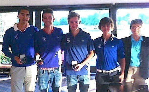 Au côté de Mathieu Santerre, Alexandre Daydou, Thomas Le Berre et Paul Elissalde ont reçu une médaille récompensant leur victoire dans le trophée des Nations.