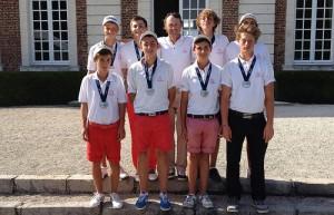 Toute l'équipe d'Aix-en-Provence autour de Stéphane Catherine après la remise des médailles.