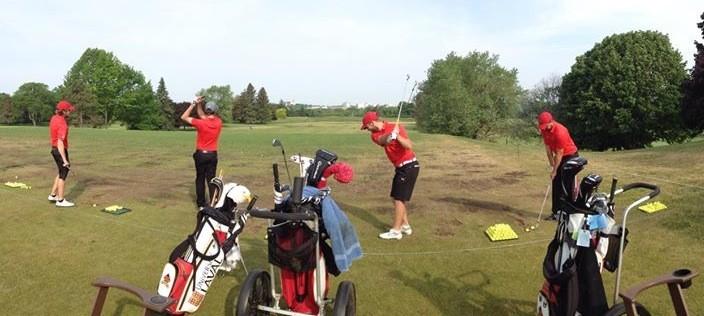 L'équipe Laval Rouge et Or au practice avant d'entamer son dernier tour de l'édition 2015 du championnat des universités et des collèges canadiens.